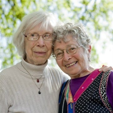 Shirley & Hinda – Oldemødrenes oprør